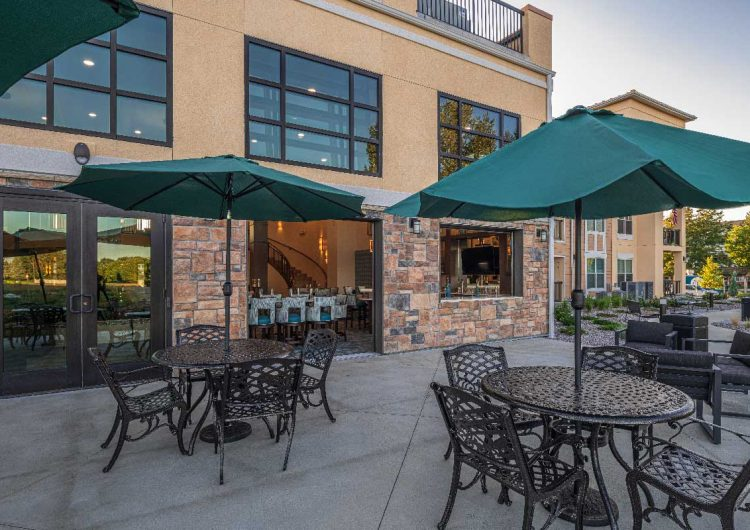 Outdoor Courtyard AltaVita Independent Living Longmont, CO